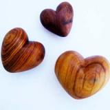 Set aus 3 Herzen, Olivenholz, handmade