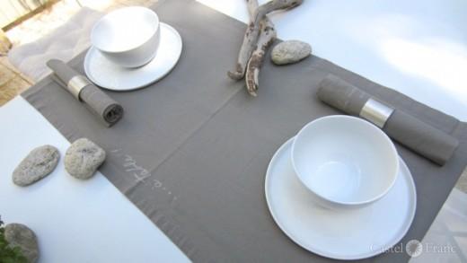 "Tischläufer ""warmgrau"", 150x45 cm; ⓒ Castel Franc /Provence Geschenkideen"