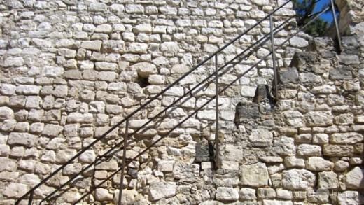 Treppe zum Tour de l'Horologe in Pernes, by: Castel-Franc Provence