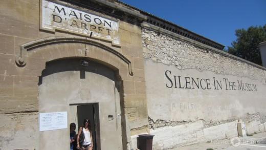 Avignon, Prison Sainte-Anne, Disparation des lucioles, by: Castel Franc Provence