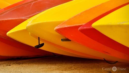 Kayaks auf dem Strand...
