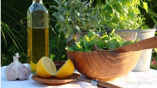 Salatschale aus Olivenholz, handmade by: Castel Franc, Provence / Geschenke