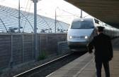 Einfahrt eines TGV in den Bahnhof (Gare) Avignon