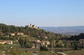 """Blick von der Terrasse des """"Mas de la Lause"""" in Le BArroux"""