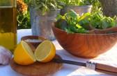 ...endlich Sommer! Mit frischem Salat in der Olivenholzschale: Castel Franc