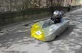Seifenkistenrennen in Velleron, Provence: sportiv als Duo